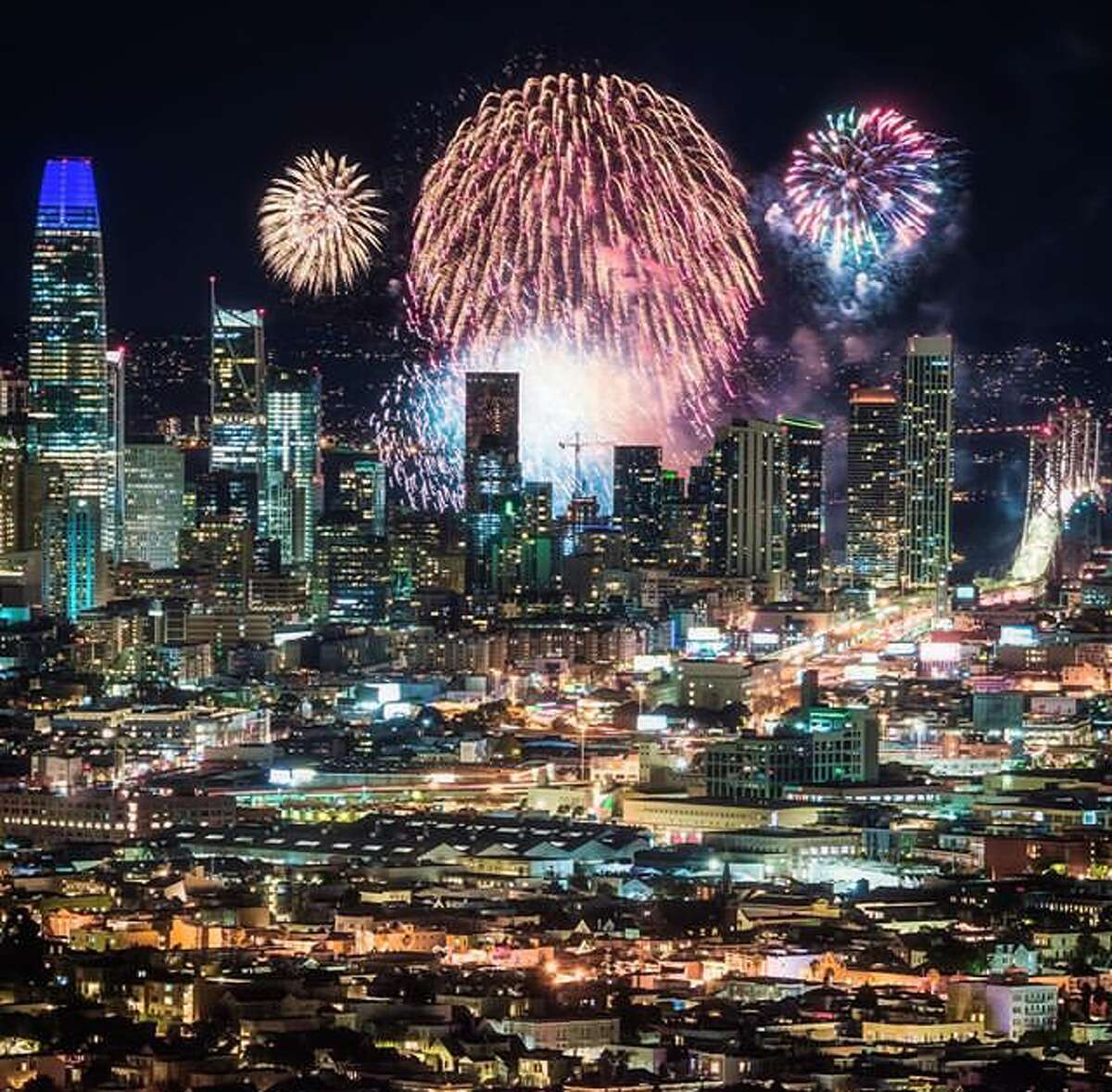 @louisraphael captured the fireworks ringing in 2019 over San Francisco.