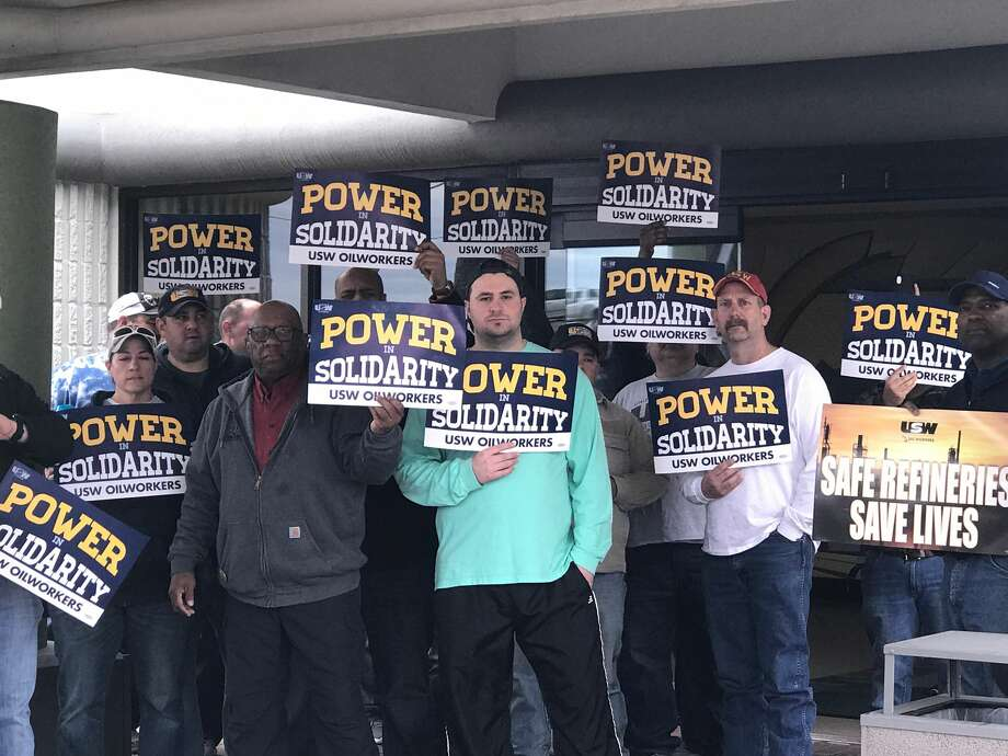 Members of United Steelworkers Union Local 13-423 met at a Port Arthur hotel Wednesday as national leadership continued to hammer out a contract with Valero set to expire in a little over a day. Photo: Ryan Welch/The Enterprise, January 30, 2019. Photo: Ryan Welch/The Enterprise