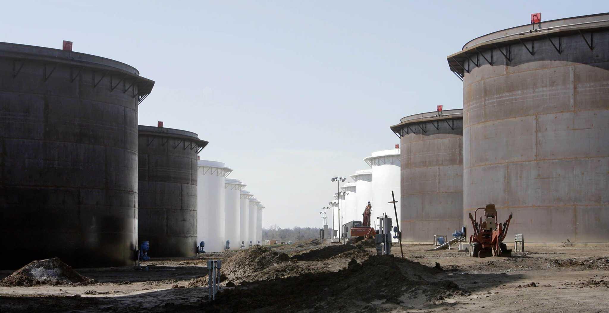 Oil extends winning streak on Saudi supply cuts, trade optimism