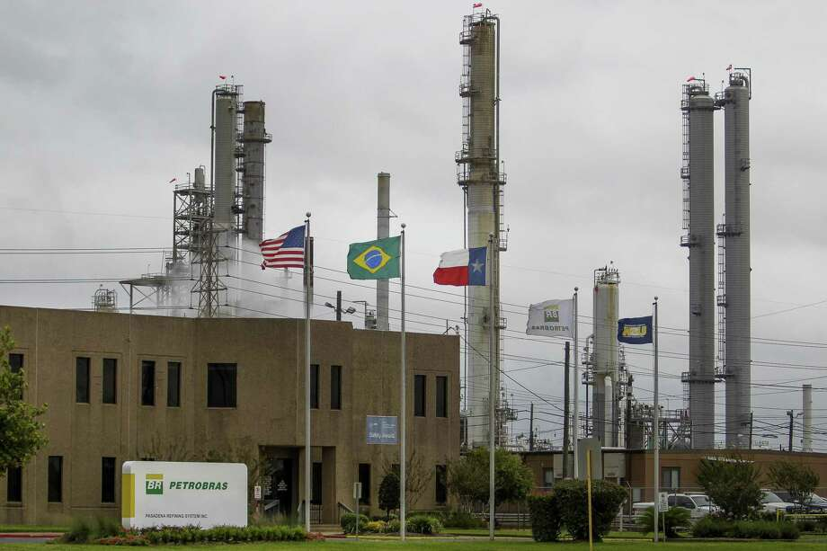 Chevron closed a $350 million deal to buy the Petrobras refinery in Pasadena. Photo: Michael Ciaglo, Staff / Houston Chronicle / © 2015 Houston Chronicle