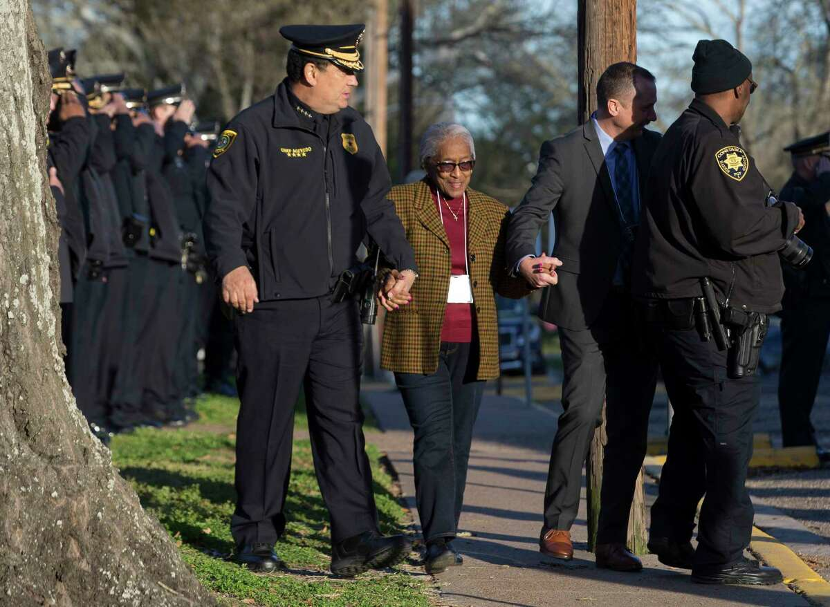 Houston Police Chief Art Acevedo and Houston Police Officers' Union Vice President Douglas Griffith guide officer Elston Howard's mother, Era Howard, to head toward Huntsville Unit on Wednesday, Jan. 30, 2019, in Huntsville. Robert Jennings was executed for the murder of officer Howard Wednesday night.