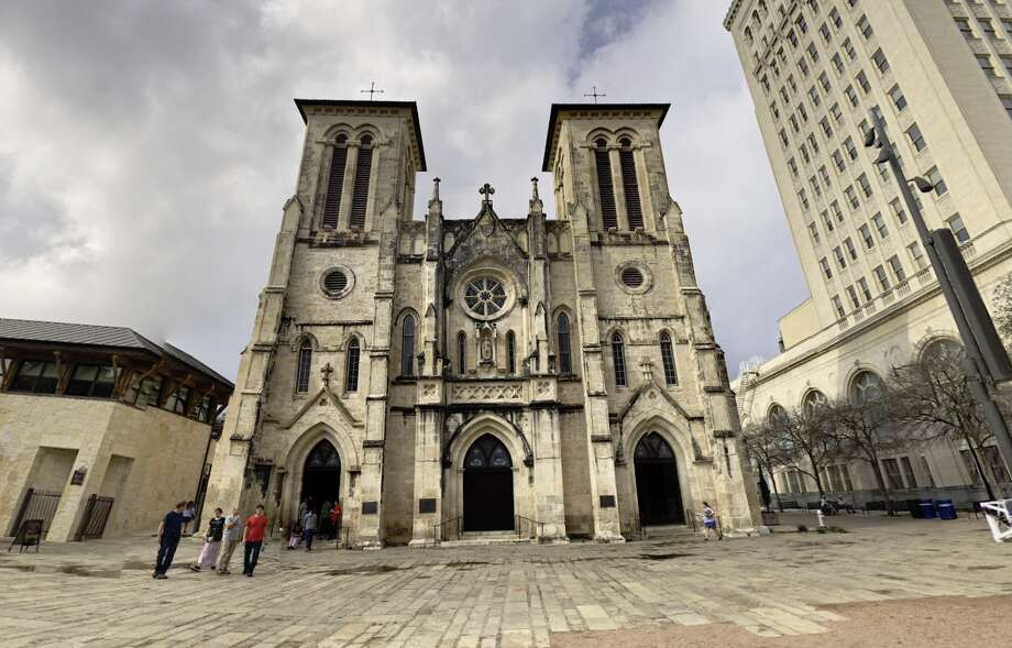 The San Fernando Cathedral bells will ring out Thursday morning during a moment of silence to recognize those who have lost their lives to COVID-19, as well as the frontline health care workers fighting to save others. Photo: Google Earth