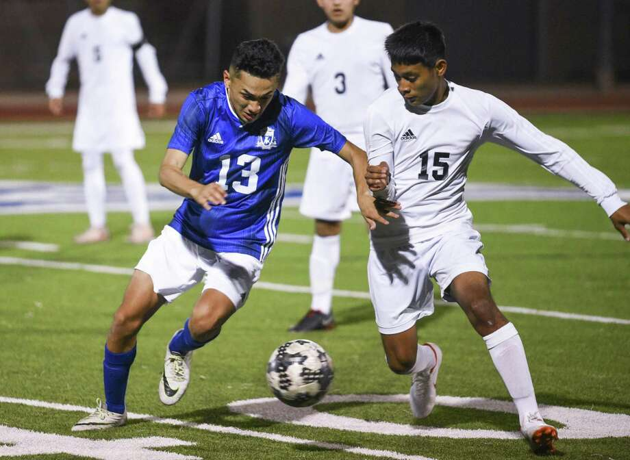 Kevin Benitez and Cigarroa clinched a share of the District 29-5A title Tuesday with a 4-1 win over Flour Bluff. Photo: Danny Zaragoza /Laredo Morning Times File