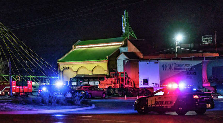 Alton police stationed outside of the Argosy Casino in late November after a bomb threat was made toward the business. Photo: Nathan Woodside | The Telegraph