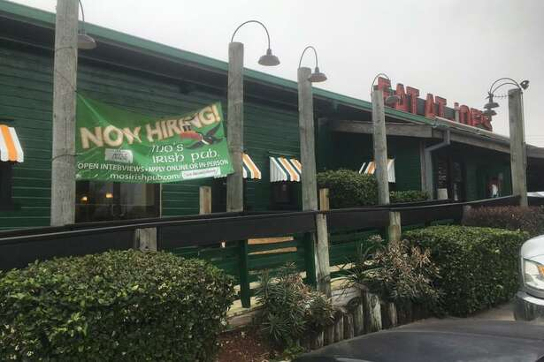 Mo's Irish Pub is moving into the Alamo Quarry Market inside the former space of a Joe's Crab Shack that faces U.S. 281. It announced it will be open for business on March 5.