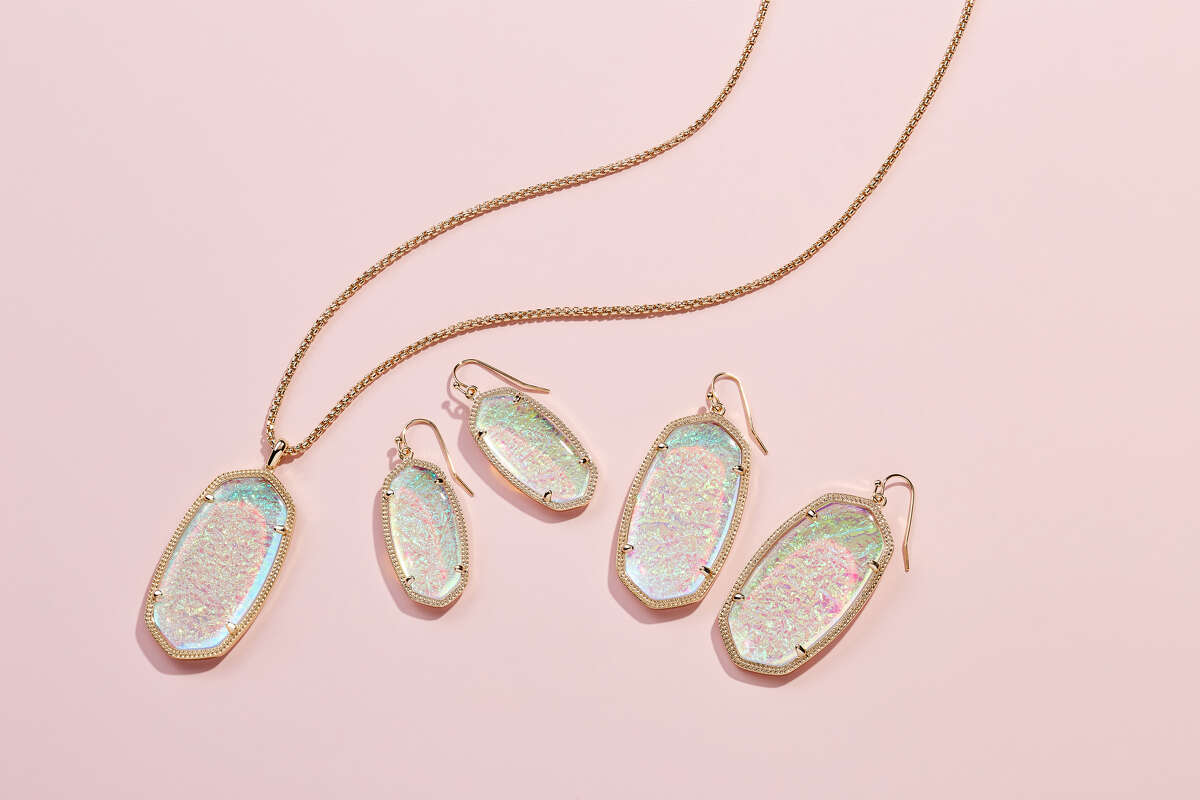 With her latest collection, Austin jewelry mogul Kendra Scott pays homage to the Lone Star State. >>> Click through to see more of Scott's new collections.