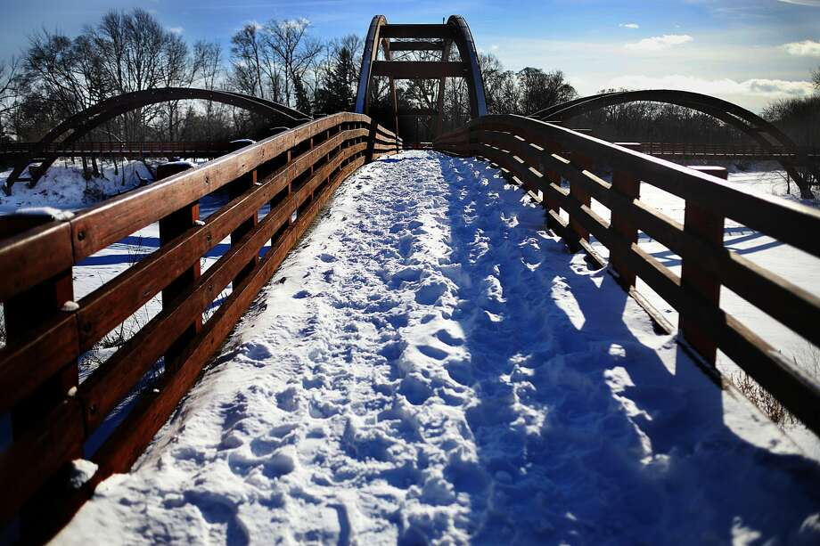 Snow covers the Tridge on Thursday afternoon, Jan. 31, 2019 in downtown Midland. (Katy Kildee/kkildee@mdn.net) Photo: (Katy Kildee/kkildee@mdn.net)