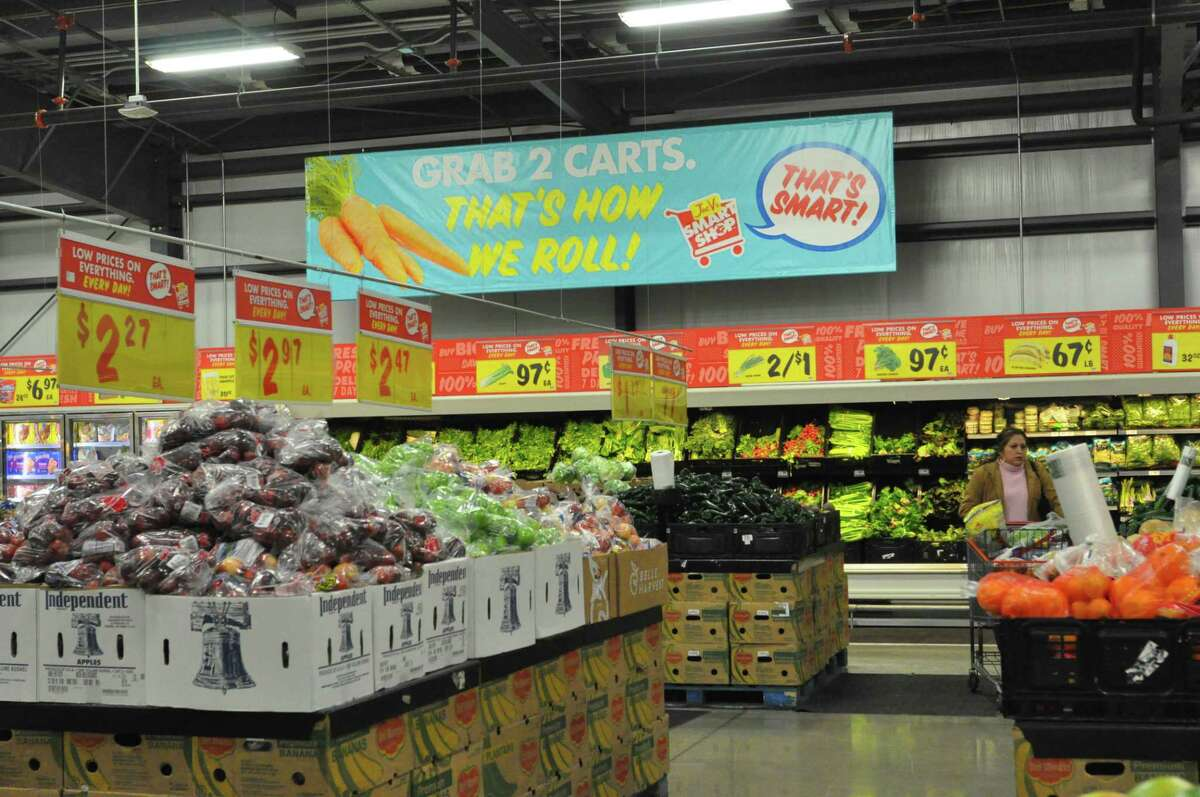 Joe V's Smart Shop, a chain created by San Antonio grocery chain H-E-B, serves by concentrating on squeezing costs out of overhead to offer extra low prices on products.