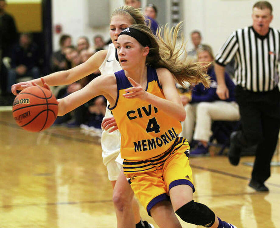 CM's Maura Niemeier (4) passes to a teammate during a Jan. 7 game at Teutopolis. Niemeier scored nine points Thursday night in an Eagles' victory at Waterloo that clinched a third straight MVC title. Photo: Greg Shashack / The Telegraph