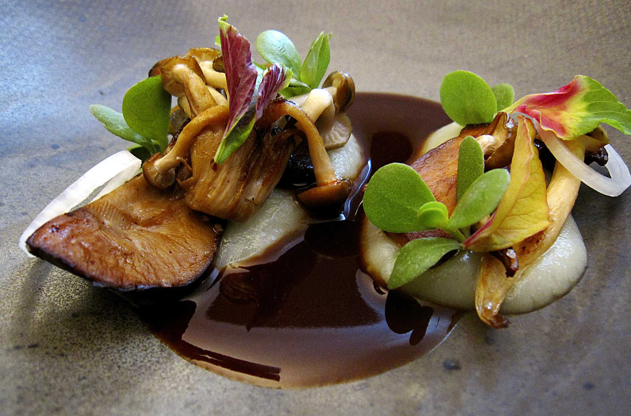 Review Mixtli S Modernist Mexican Food Earns San Antonio