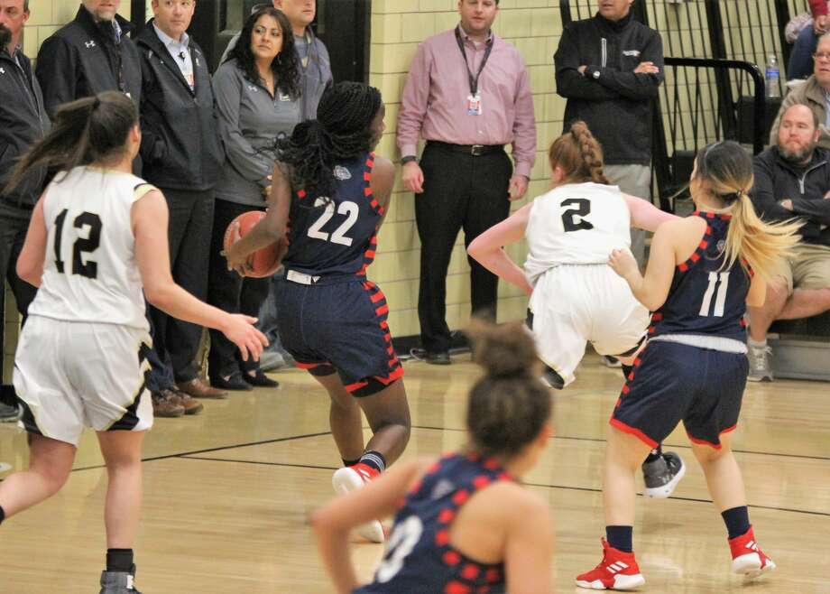 The Plainview Lady Bulldogs basketball team notched the District 3-5A sweep over the Lubbock High Lady Westerners, 49-37, on Tuesday night. Photo: My Plainview