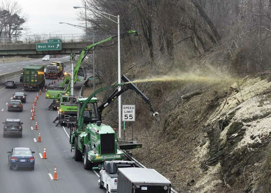 A lane is closed as crews do tree work along I-95 southbound near Exit 6 in Stamford, Conn. Wednesday, Jan. 23, 2019. Photo: Tyler Sizemore / Hearst Connecticut Media / Greenwich Time