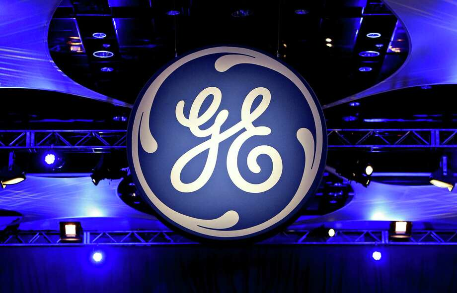 The GE logo at the company's 2010 annual meeting in Houston. Photo: Bloomberg Photo By Aaron M. Sprecher. / 2010 Bloomberg Finance LP
