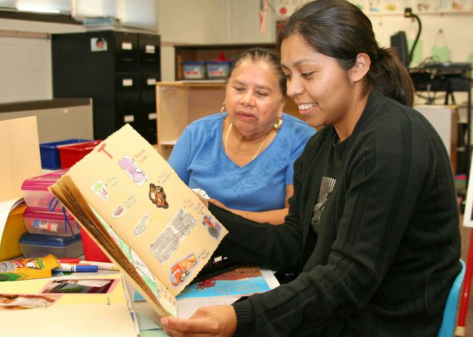 Carleston Elementary parent Edaly Bahena looks through a bilingual picture dictionary she created during the weekly Latino Family Literacy Project class at the campus. A reader believes it is wrong to discriminate against Julián Castro for not speaking Spanish. Photo: Pearland ISD / / Internal