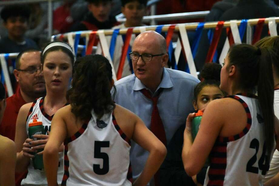 The Plainview Lady Bulldogs basketball team pulled off a thrilling 46-43 win over the Class 5A, No.6-ranked Lubbock-Cooper Lady Pirates in District 3-5A play on Friday night in Plainview. Photo: Claudia Lusk/Plainview Herald