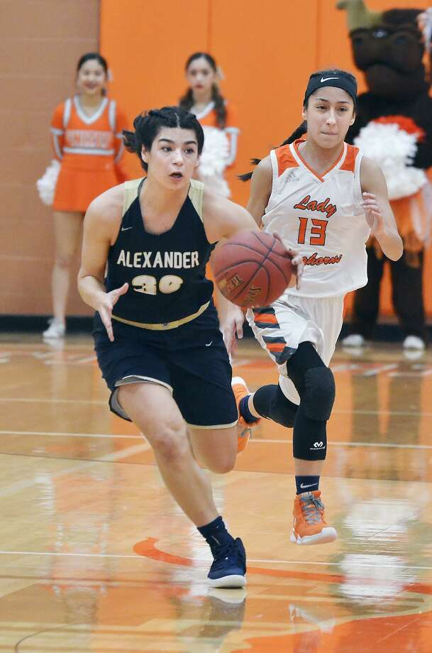 Alysse Benavides and Alexander upset Elisa Peralta and United on its home floor Friday night 68-67, handing the Lady Longhorns their first District 29-6A loss of the season. Photo: Cuate Santos /Laredo Morning Times / Laredo Morning Times