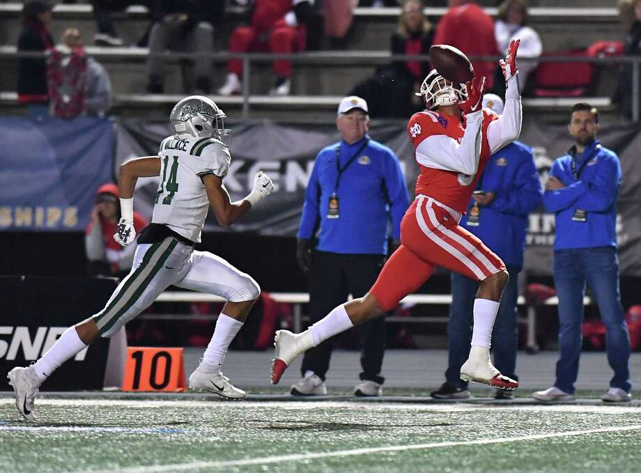 Mater Dei's Bru McCoy, catching a touchdown pass in the CIF state title game, has transferred to Texas from Southern Cal. Photo: Louis Lopez, Modern Exposure / Louis Lopez/Modern Exposure