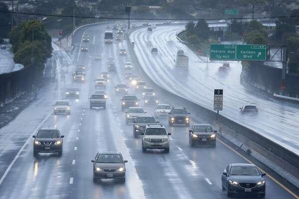 Heavy rain floods Hwy. 101, I-580 to cause Bay Area traffic delays