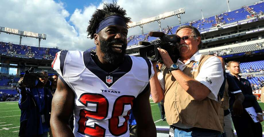 FILE - NOVEMBER 14:  According to reports on November 14, 2013, the New York Jets have signed safety Ed Reed after he cleared waivers following being released by the Houston Texans.  BALTIMORE, MD - SEPTEMBER 22:  Free safety Ed Reed #20 of the Houston Texans leaves the field after the game against the Baltimore Ravens at M&T Bank Stadium on September 22, 2013 in Baltimore, Maryland. The Ravens defeated the Texans 30-9. (Photo by Larry French/Getty Images) Photo: Larry French/Getty Images