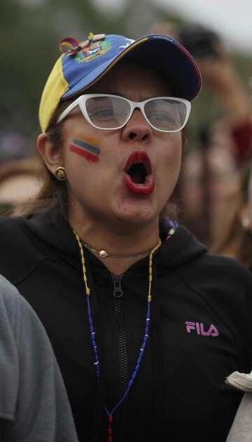 A thousand Houston-area Venezuelans rally for Guaidó, call for help