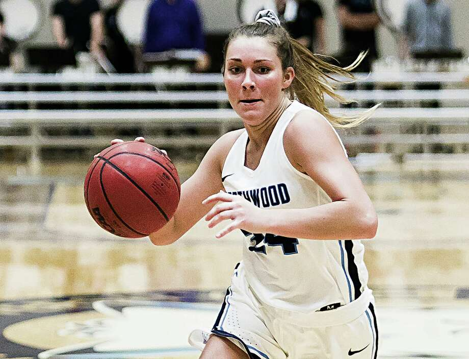 Northwood's Hunter Viitala brings the ball upcourt during a game against Davenport earlier this season. Photo: Daily News File Photo