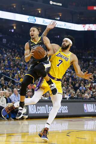 28f4acd7f  p Golden State Warriors guard Stephen Curry (30) shoots against Los Angeles