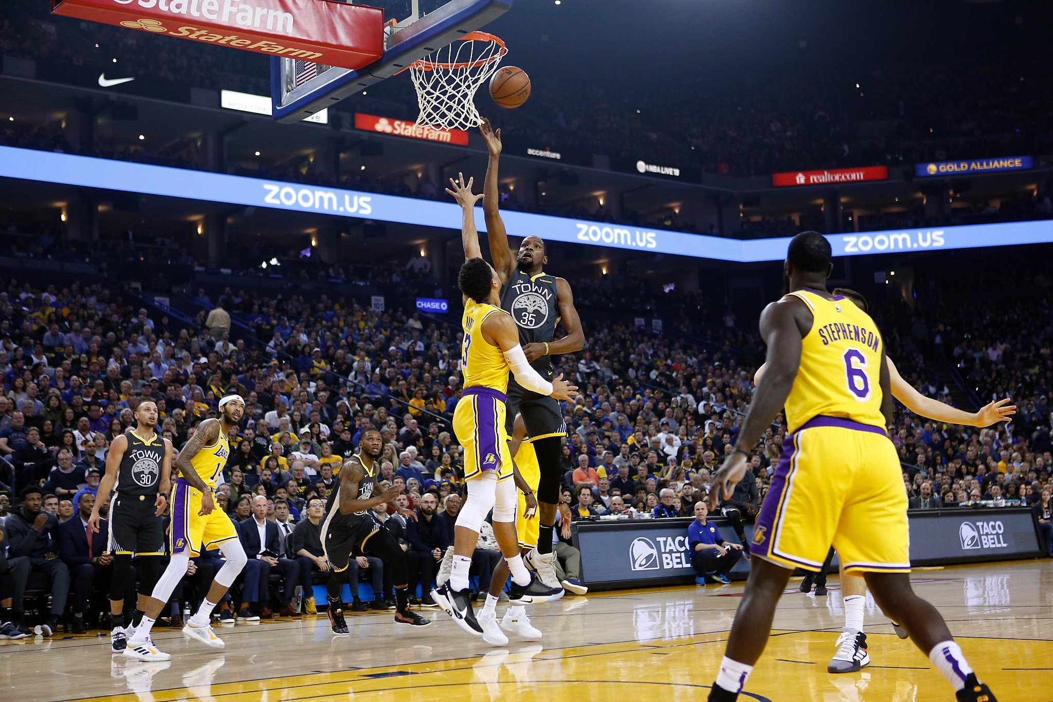 cdf872a94 DeMarcus Cousins  dunk highlights Warriors  bounce-back win over Lakers -  SFGate