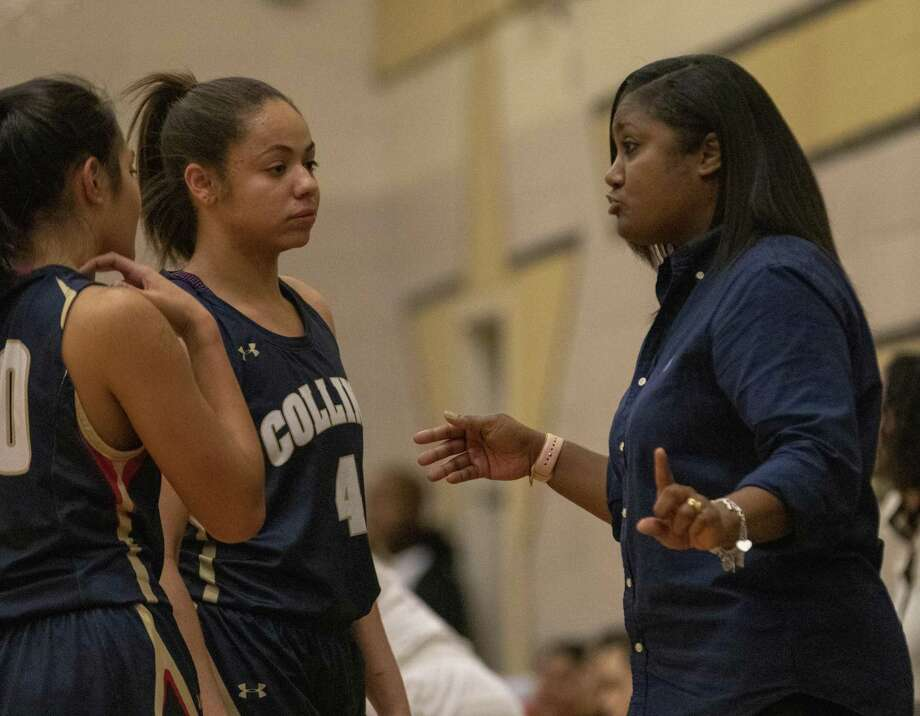 Klein Collins head coach Tatiana Lee speaks with players during a District 15-6A high school basketball game Tuesday, Jan.29, 2019 in Conroe. Photo: Cody Bahn, Houston Chronicle / Staff Photographer / © 2018 Houston Chronicle