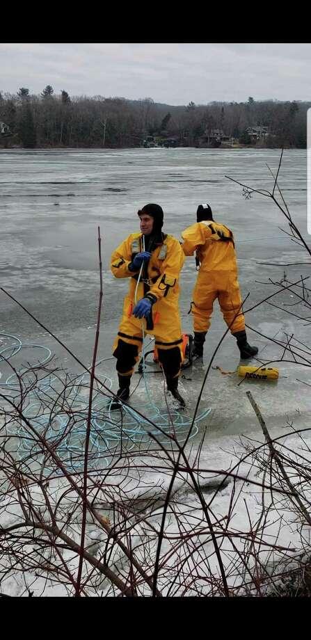 Firefighters rescue deer stuck on Lake Zoar - San Antonio