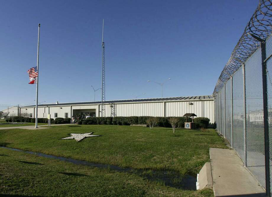 The Texas Department of Criminal Justice's Henley State Jail in Dayton, Texas January 25,2007. James Nielsen (Houston Chronicle) Photo: James Nielsen, Staff Photographer / Houston Chronicle / Houston Chronicle