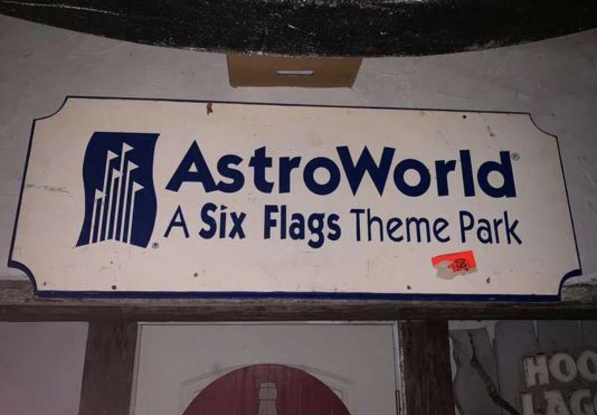 AstroWorld Entrance Sign Bid as of 11 a.m. Monday: $600