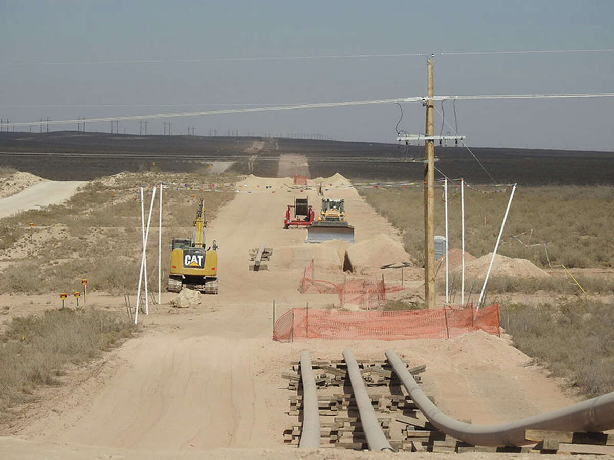 Crews working on the EPIC Crude Oil Pipeline, a project to move crude oil from the Permian Basin of West Texas to the Port of Corpus Christi.