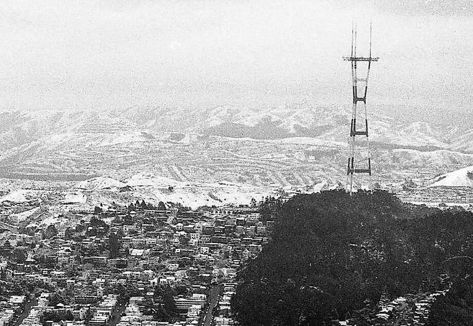Sutro Tower as seen after an especially strong snowfall in San Francisco on Feb. 5, 1976. Photo: Art Frisch / The Chronicle