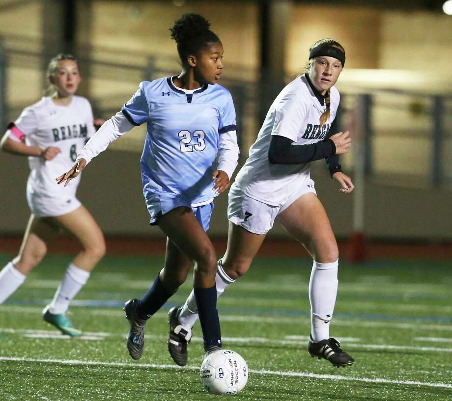 Johnson's Khori Banks, center, opened 27-6A play with a hat trick in a win over LEE, and scored the tying goal in a draw with Reagan. Photo: Tom Reel / Staff Photographer / 2019 SAN ANTONIO EXPRESS-NEWS