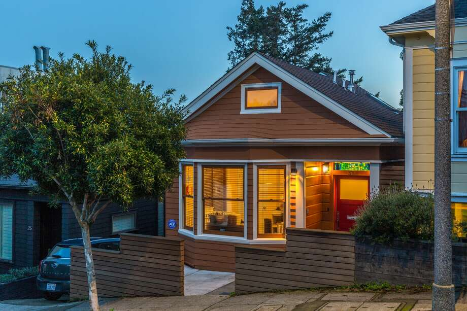 From 1906 Earthquake shack to modern custom, Eureka Valley home asks $2.5M Photo: Day: Melvin Wong; Twilight: Andrew Wightman