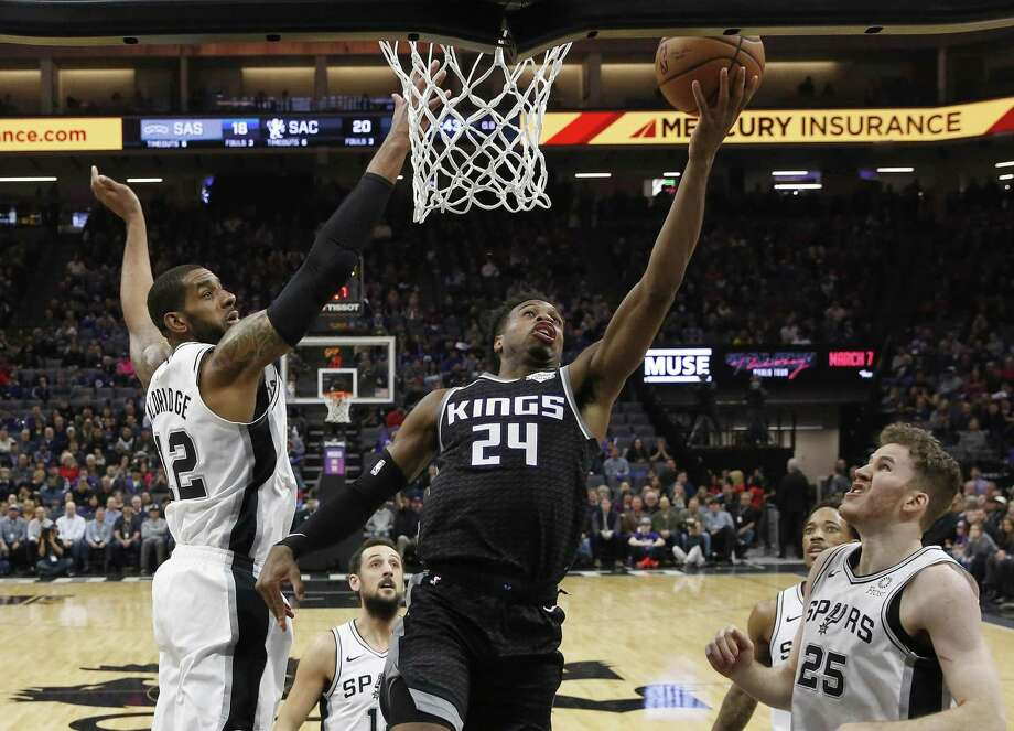 Buddy Hield, center, split the defense of from left, LaMarcus Aldridge, Marco Belinelli, DeMar DeRozan and Jakob Poeltl. DeRozan tied a game-high with 24 points, while Aldridge finished with 22 as the Spurs' five-game win streak ended. Photo: Rich Pedroncelli / Associated Press / Copyright 2019 The Associated Press. All rights reserved