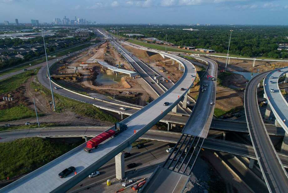 Traffic moves through the construction area along Texas 288 near Loop 610 south of downtown Houston, on Aug. 14, 2018. Photo: Mark Mulligan, Staff Photographer / Staff Photographer / © 2018 Mark Mulligan / Houston Chronicle