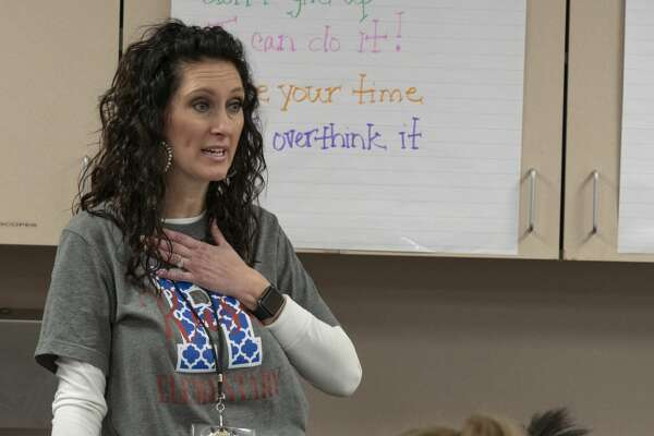 Fourth grade teacher Mindy Sellers works with her students 01/25/19 at Rusk Elementary. Tim Fischer/Reporter-Telegram