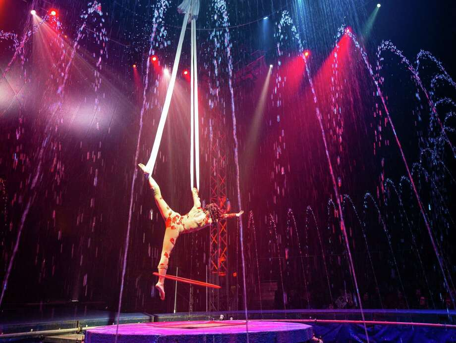 Cirque Italia returns to San Antonio for four days of colorful acrobatics with a 35,000-gallon water stage, Feb. 7-10, 2019. Photo: Justin Leitner /Cirque Italia