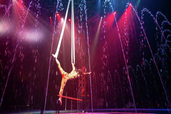 Cirque Italia World S First Traveling Water Circus