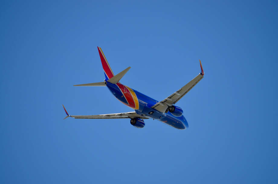 Southwest's first 737-800 takes off on a proving run from Oakland to Honolulu on Feb 5, 2019 Photo: Tim Jue