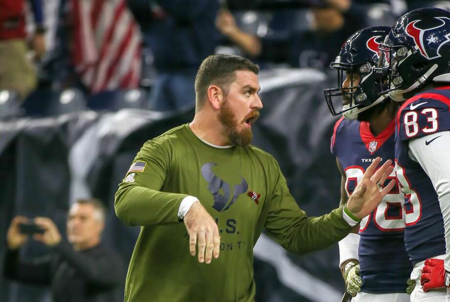 HOUSTON, TX - NOVEMBER 26:  Houston Texans tight end coach Tim Kelly warms up players during the football game between the Tennessee Titans and Houston Texans on November 26, 2018 at NRG Stadium in Houston, Texas.  (Photo by Leslie Plaza Johnson/Icon Sportswire via Getty Images) Photo: Icon Sportswire/Icon Sportswire Via Getty Images