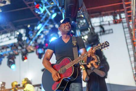 Darius Rucker, seen performing in Houston in 2016, will tour with Hootie & the Blowfish in the spring.