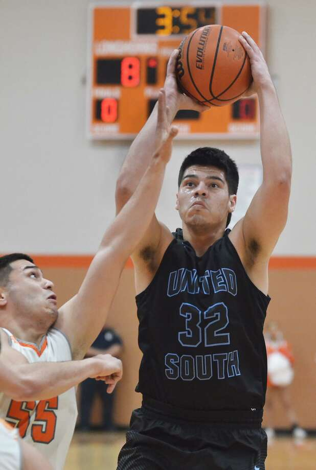 Miguel Martinez had a team-high 14 points for United South Tuesday in a 55-36 loss at United. Photo: Cuate Santos /Laredo Morning Times / Laredo Morning Times