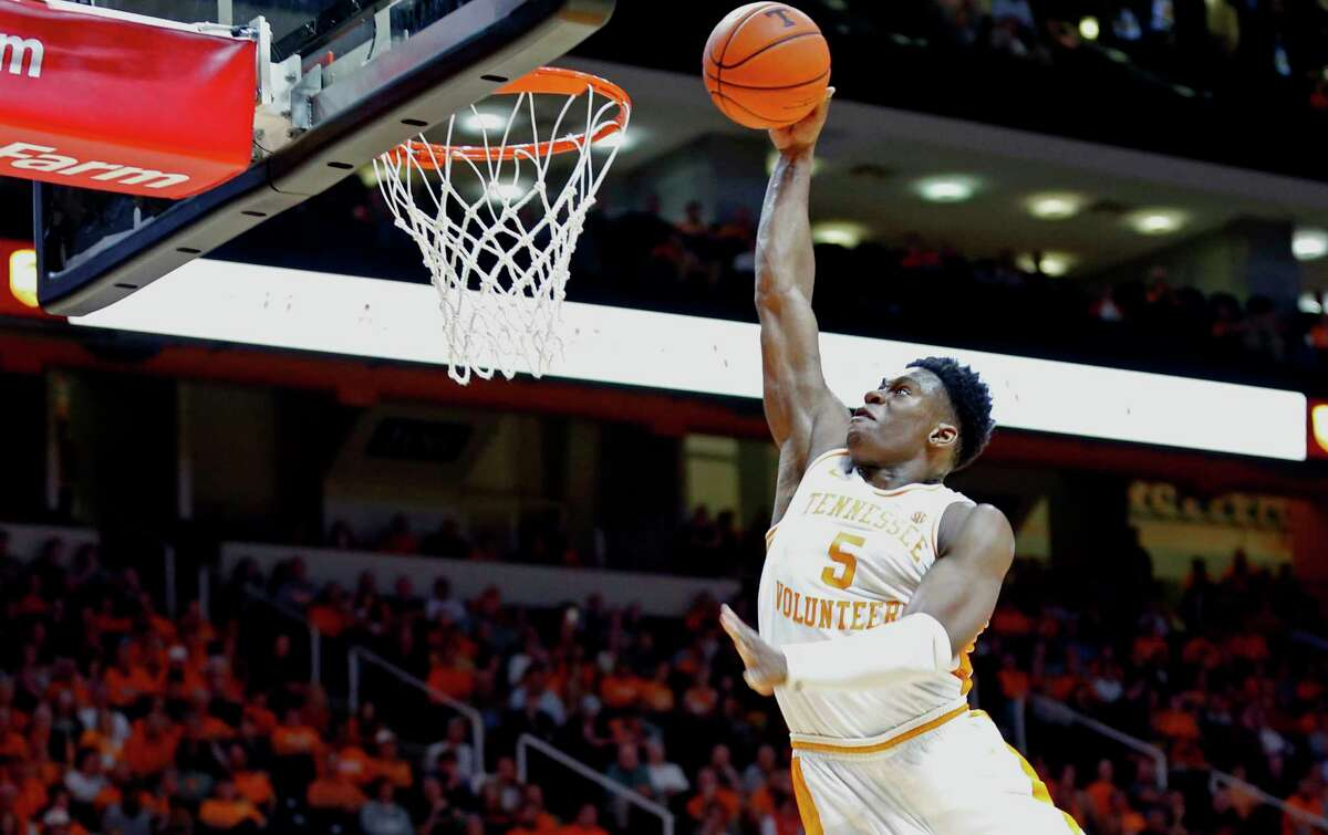 Tennessee guard Admiral Schofield (5) dunks the ball during the second half of an NCAA college basketball game against Missouri Tuesday, Feb. 5, 2019, in Knoxville, Tenn. Tennessee won 72-60. (AP photo/Wade Payne)