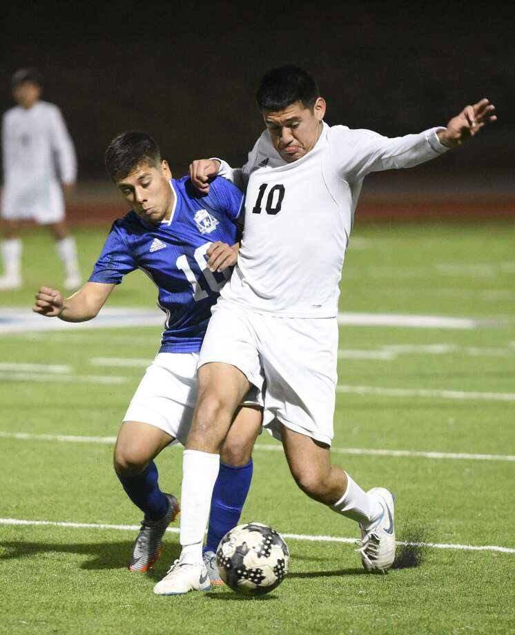 Donald Hernandez and Cigarroa improved to 3-0 in District 29-5A Tuesday with a 15-0 win at Alice while Ronaldo Contreras and United South opened District 29-6A with a 4-0 victory ovre Nixon. Hernandez had a hat trick as four different Toros recorded mutltiple goals. Photo: Danny Zaragoza /Laredo Morning Times File