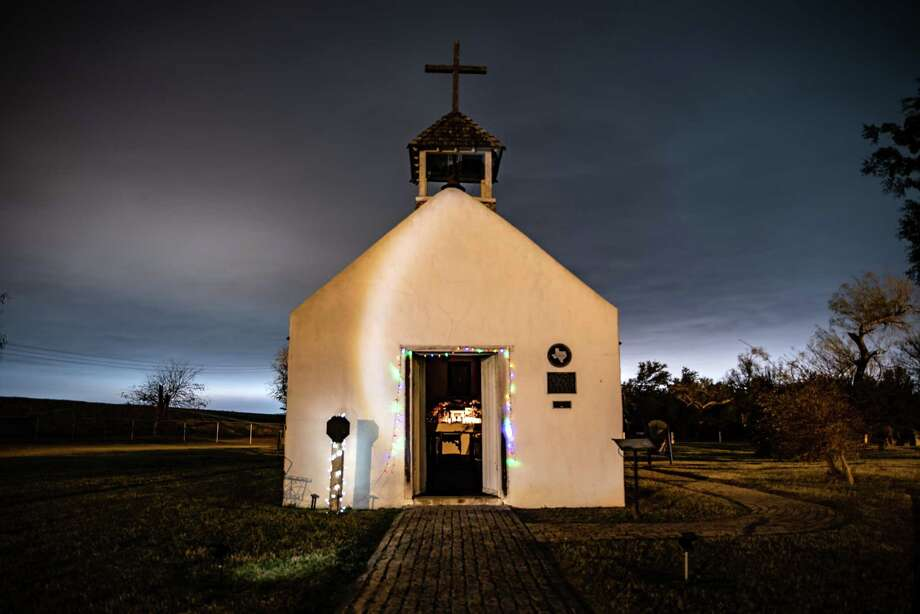 Christmas lights line the doorway of the La Lomita Chapel in Mission, Texas on Jan. 9, 2019. Photo: Photo By Sergio Flores For The Washington Post. / The Washington Post