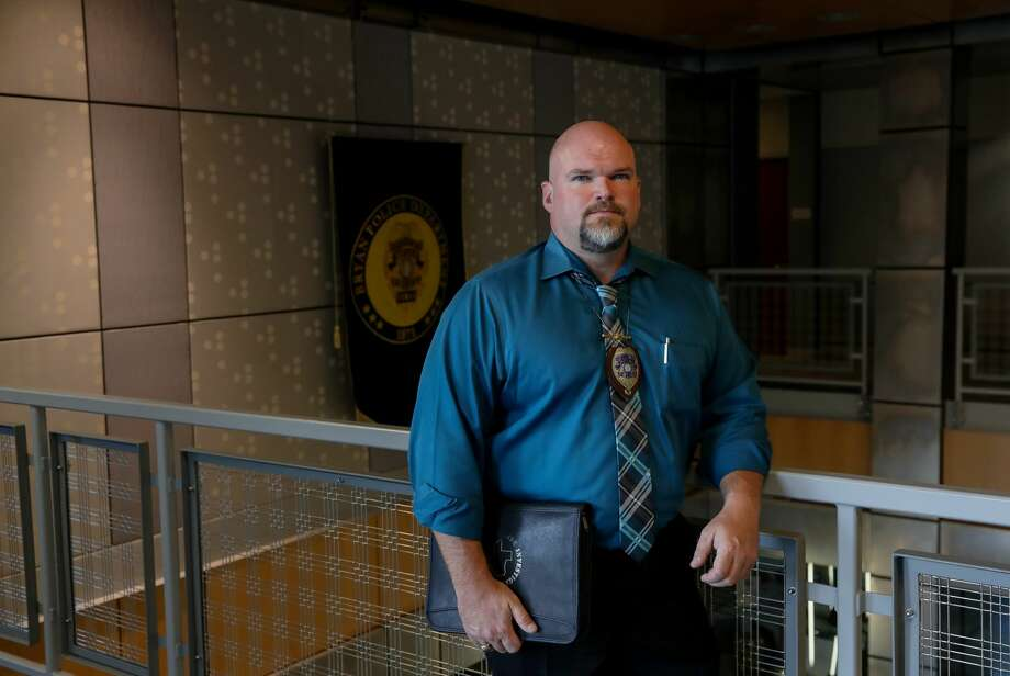 Travis Hines, a detective with the Bryan Police Department, arrested the pastor of large Southern Baptist Church. The pastor drove more than 200 miles to meet someone he found online and was told was a 13-year-old girl. He walked into an undercover cybercrime investigation. Photo: Jon Shapley/Houston Chronicle
