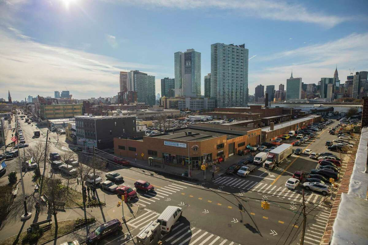 Part of a planned Amazon headquarters site in Long Island City in Queens, Nov. 14, 2018. After announcing a deal to bring an Amazon headquarters to New York, Gov. Andrew Cuomo and Mayor Bill de Blasio have spent the last week doing damage control. So far, it isn?'t working. (Hiroko Masuike/The New York Times)