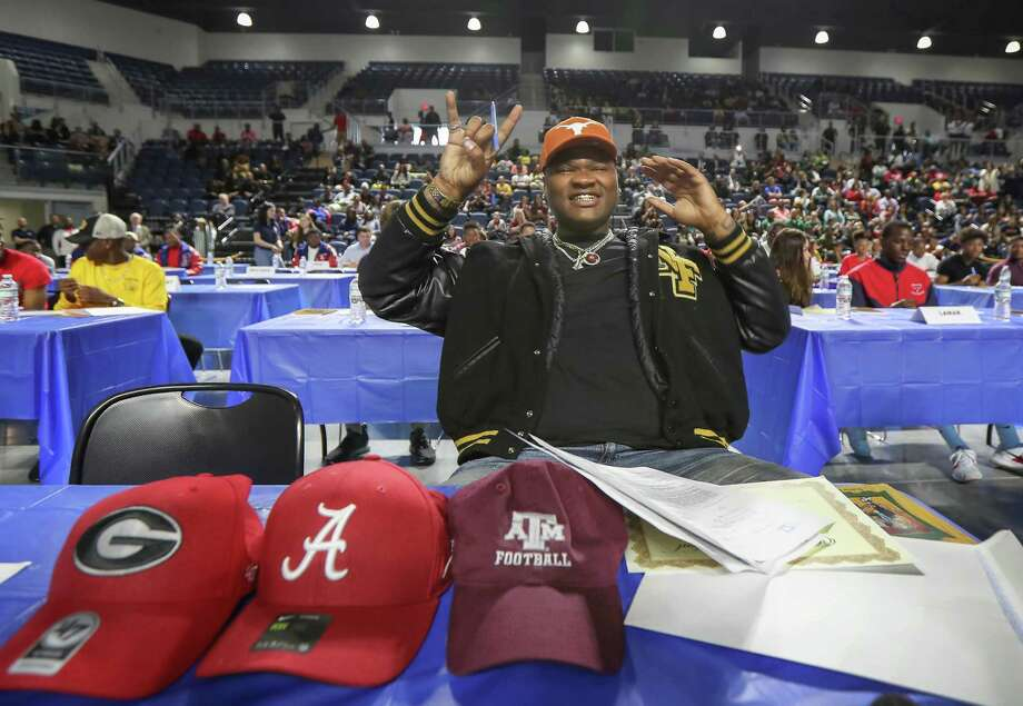 North Forest football standout Javonne Shepherd picks Texas during National Signing Day in Delmar Stadium Wednesday, Feb. 6, 2019, in Houston. Photo: Steve Gonzales, Houston Chronicle / Staff Photographer / © 2019 Houston Chronicle